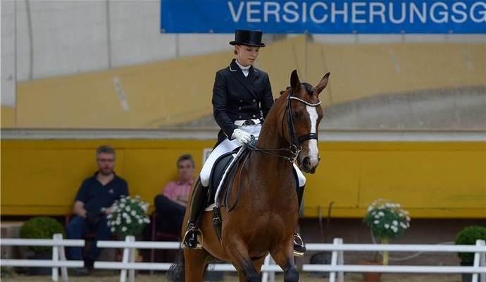 Elegante Darbietung: Siegerin Anna Nolte auf Pentimento. Foto: Ripberger